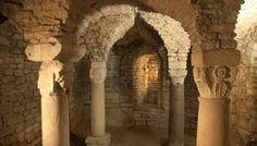 La visite de la crypte carolingienne  Flavigny