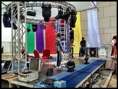 Les techniciens installent le plateau @Tv5monde au cœur du village de la #Francophonie à #Dakar @SFDK2014
