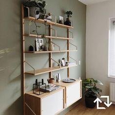 Met de is het nieuwe. Ikea Shelves, Shelving, Svalnäs Ikea, Ikea Paint, Football Rooms, Dance Rooms, Ikea Home, Ikea Furniture, Home Office Design