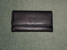 Women's Black GUESS Genuine Leather Envelope Snap Close Wallet, Coin Area, GUC! #GUESS #SnapCloseEnvelopeWalletOutsideZipperPocket
