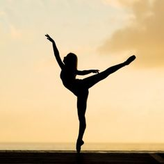 Dancers Pose, Ballet Dancers, Fit Girls Guide, Strength Of A Woman, Dance Recital, Dance Quotes, Ballet Beautiful, Workout Guide, Yoga Everyday