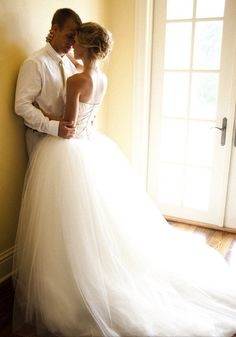 Cute wedding picture idea : wedding stuff : love this
