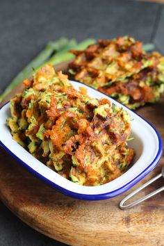 Courgette waffles - a healthy side dish Zucchini Waffles, Savory Waffles, Pancakes And Waffles, Cheese Waffles, Healthy Waffles, Vegetable Recipes, Vegetarian Recipes, Healthy Recipes, Vegetable Waffle Recipe