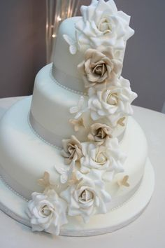 Pastel de boda flores blancas!