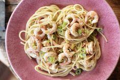 Spagetti med reker og hvitløk Sushi Recipes, Pizza Recipes, Spagetti Recipe, Pudding Recipes, Chili, Spaghetti, Pasta, Ethnic Recipes, Custard Recipes