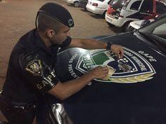 GAPE flagra indivíduo vendendo droga para adolescente no Santa Cecília -   Os guardas civis municipais do GAPE Trombaco, Nogueira e Lourenço prenderam na noite desábado, 01, um homem, de 23 anos, que foi surpreendido vendendo droga no Bairro Santa Cecília. No local um adolescente estava comprando cocaína do acusado.  Foram encontrados com o homem preso a - http://acontecebotucatu.com.br/policia/gape-flagra-individuo-vendendo-droga-para-adolescente-no-santa-c