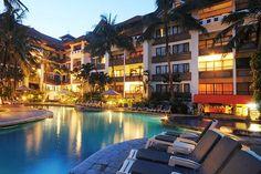 De uitermate comfortabele appartementen van Sanur Paradise Plaza Suites zijn geschikt voor een heerlijke vakantie met het hele gezin. De gratis shuttleservice brengt u in no time naar Sand Beach Club met gratis ligbedden en parasols voor Sanur Paradise gasten.