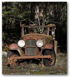 How many times have you seen this and wanted to cry. Abandoned Cars, Abandoned Places, Abandoned Vehicles, Vintage Cars, Antique Cars, Classic Trucks, Classic Cars, Rust In Peace, Rusty Cars
