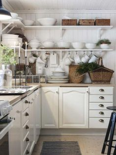 white kitchen with that shabby twist - my ideal home.oh, and loads of baskets. Country Kitchen, New Kitchen, Vintage Kitchen, Kitchen Dining, Kitchen Decor, Kitchen Cabinets, White Cabinets, Upper Cabinets, Kitchen Shelves