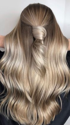 Jul 2019 - Austin, Texas-based colorist Ellie Toia is known for her swoon-worthy color transformations using the right ingredients: Milk_Shake's lighteners and toners. Fall Blonde Hair, Blonde Hair Looks, Balayage Hair Blonde, Toner For Blonde Hair, Brown Eyes Blonde Hair, Perfect Blonde Hair, Blonde Color, Hair Color, Blonde Dye