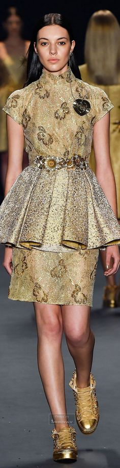 Acquastudio Collection Fall-winter Ready-to-Wear by bertha Gold Fashion, Trendy Fashion, High Fashion, Autumn Fashion, Female Fashion, Fashion Week 2015, Fashion 2020, Runway Fashion, Spring Dresses