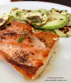 Somon cu dovlecel și busuioc Salmon and courgette fried in the pan, served with fresh basil on top Fresh Basil, Salmon, Fries, Pizza, Tasty, Homemade, Cooking, Top, Baking Center