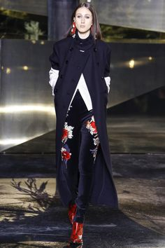 H&M Fall 2016 Ready-to-Wear Collection Photos - Vogue Fashion Week Paris, Fall Fashion 2016, Autumn Winter Fashion, Runway Fashion, High Fashion, Fashion Show, Fashion Design, Fashion Trends, Fall Winter