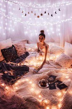 21 Cozy Decor Ideas With Bedroom String Lights – Cozy Bedroo.- 21 Cozy Decor Ideas With Bedroom String Lights – Cozy Bedroom – - Cute Room Ideas, Cute Room Decor, Diy Room Decor Tumblr, Tumblr Rooms, Dream Rooms, Dream Bedroom, Magical Bedroom, Bedroom Stuff, Night Bedroom