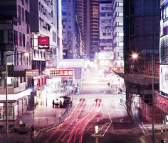 Photographer Abdullah Genc traveled to Hong Kong and caught the light that animate the city by night, in a series entitled Hong Kong – Dimensions Of Urban Aesthetics. From skyscrapers to stores sig…