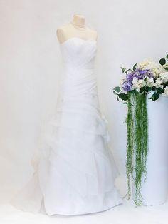 Abito da sposa realizzato presso il nostro atelier a prezzo outlet, disponibile subito. Per informazioni: 0499076428 #abitodasposa #wedding #abitosposa #abitocerimonia #matrimonio #sposa #abitodasogno #bridal #ateliersposa #velodisposa #abitodasposacorto Outlet, Wedding Dresses, Fashion, Atelier, Bride Dresses, Moda, Bridal Gowns, Alon Livne Wedding Dresses, Fashion Styles