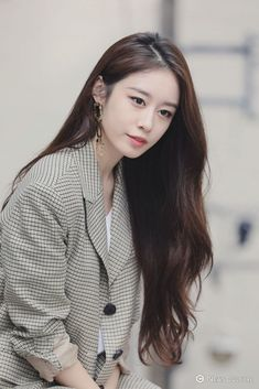 """20191001 media interview photo Jiyeon said :""""When she is doing solo activities she would be bored. Because when she do activities with T-ARA members she will chatting with them all the time, but now she can't do it often. JING also miss T-Ara 😭❤ we too Kpop Girl Groups, Kpop Girls, Kpop Fashion, Korean Fashion, Love Without Limits, T Ara Jiyeon, Park Ji Yeon, We Get Married, Girls World"""