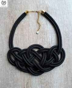 hu img product original k r Celtic Knot Jewelry, Jewelry Knots, Macrame Jewelry, Fabric Jewelry, Jewelry Crafts, Knot Necklace, Beaded Necklace, Necklaces, Art Afro