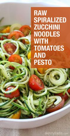 Raw Spiralized Zucchini Noodles with Tomatoes and Pesto. This is a delicious recipes for dinner. Raw Food Recipes, Vegetable Recipes, Vegetarian Recipes, Diet Recipes, Cooking Recipes, Healthy Recipes, Delicious Recipes, Veggetti Recipes, Spiralizer Recipes