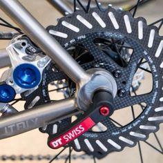 """73 Me gusta, 2 comentarios - Bikes bridges & Beer (@bikesbridgesbeer) en Instagram: """"#dtSwiss #bike #disc #brake #caliper #bicycle #biking #cycling"""""""