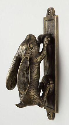 Not an overly big fan of rabbit paraphernalia but I think this would be such a beautiful touch on the front door.