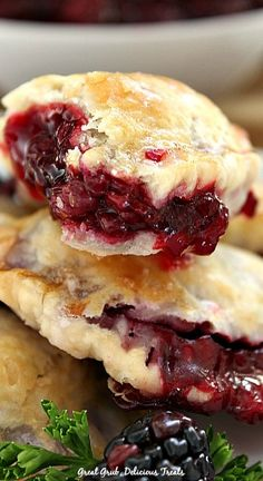 Delicious Blackberry Hand Pies are full of fresh blackberries surrounded by a flaky pie crust. Yummy Treats, Delicious Desserts, Yummy Food, Sweet Treats, Blackberry Pie Bars, Blackberry Cobbler, Blackberry Recipes, Pie Recipes, Sweet Recipes