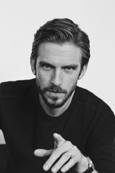 Okay, I have to say this: #DanStevens looks so...delicious, now that he's all grown up.