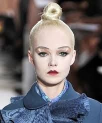 blond hairstyle,the hair is tied on the top of the head Spring Hairstyles, Hairstyles Haircuts, Lizard Girl, Hair Styles 2016, Top Knot, Hair Inspiration, Hair Makeup, Hair Cuts, Photoshoot