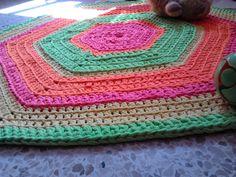 Ovillo de trapo, trapillo: Alfombra hexagonal.