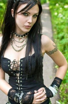 Shared by Morgana Le Fay. Find images and videos about goth, gothic girl and gothic style on We Heart It - the app to get lost in what you love. Goth Beauty, Dark Beauty, Dark Fashion, Gothic Fashion, Style Fashion, Emo Fashion, Steampunk Fashion, Estilo Punk Rock, Estilo Dark