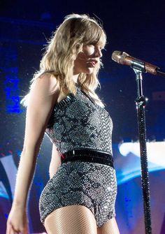 A community for sharing photos of the singer Taylor Swift. Taylor Swift Outfits, Taylor Swift Hot, Style Taylor Swift, Taylor Swift Country, Taylor Swift Album, Long Live Taylor Swift, Taylor Swift Concert, Taylor Swift Facts, Taylor Swift Pictures
