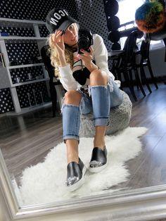 Shoes like this you won't find anywhere else. WWW.ELIKSHOE.PL After all, womens love diamonds! #elikshoe #ewelina_bednarz #kolekcjonerka_butow #shoes #buty #moda #fashion #sneakers #sklep #skleponline #newshoes #loveshoes #instashoes #showmyshoes #blogerka #ootd #newbaby #love #shoesinspiration #look #stylizacje #photooftheday #style #styleblogger #styleoftheday #instashop #choker #luboo #lubooshoes @lu_boo_shoes #blond #girl #donuts