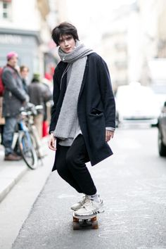 Oversized coat + jogging pants and sneakers     |     Styletorch.com