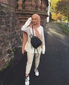 Sewing handbags and creating patterns will no longer hold secrets for Modern Hijab Fashion, Street Hijab Fashion, Hijab Fashion Inspiration, Muslim Fashion, Modest Fashion, Fashion Outfits, Hijab Dress, Hijab Outfit, Girl Hijab