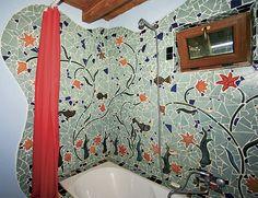 """V koupelně si Věra """"vyhrála"""" s originální plastickou mozaikou"""