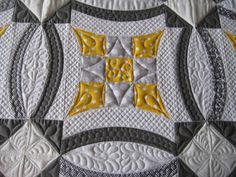 Such a beautiful quilt!  From Sew Kind of Wonderful blog.  I LOVE her style....