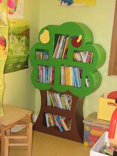 tree bookshelf ---cute for kids room or classroom Cardboard Tree, Cardboard Crafts, Tree Bookshelf, Bookshelves, Tree Shelf, Decoration Creche, Carton Diy, Diy Karton, Cardboard Furniture