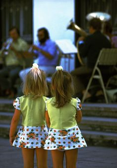 Magnum Photos — Thomas Hoepker — EAST GERMANY. 1975. Twins listening to music in East Berlin.