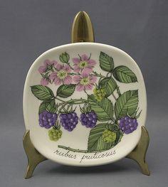 Ceramic Plates, Decorative Plates, Floral Theme, Marimekko, Vintage Pottery, Ceramic Painting, Treasure Chest, Vintage Glassware, Scandinavian Design