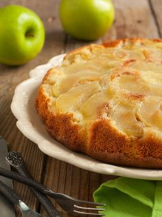 Caramel Apple Upside-Down Skillet Cake Recipe Greek Desserts, Apple Desserts, Greek Recipes, Apple Recipes, Snack Recipes, Cooking Recipes, Snacks, Low Calorie Recipes, Diabetic Recipes