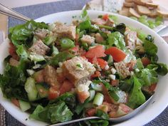 fattoush libanese Lebanese Salad, Oriental, Zuppa Toscana, Spanakopita, Cobb Salad, Cooking Recipes, Food, Chicken, Tarte Tatin