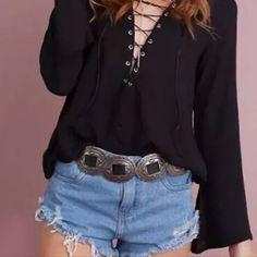 blusa feminina em viscose sem renda detalhe ilhós decote