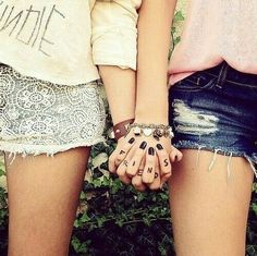 There's no one like your BFF! They will always have your back and get you through the good & the tough times. Check out these BFF pictures & bestie poses ideas Bff Pics, Photos Bff, Bff Pictures, Best Friend Pictures, Cute Photos, Friendship Pictures, Rain Pictures, Shooting Photo Amis, Best Friend Fotos