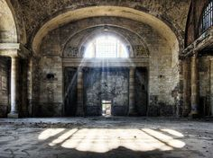 Michigan Central Station was built in 1913 in the city of Detroit, as a framework to create a new public transport hub. Several misconceptions and planning mistakes, however, led to its gradual and inexorable decay closing in 1988.