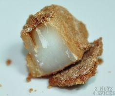 receita de coco caramelizado cortado ao meio