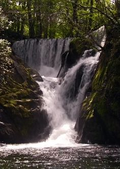 Find GIFs with the latest and newest hashtags! Search, discover and share your favorite Waterfall GIFs. The best GIFs are on GIPHY. Beautiful Gif, Beautiful Places, Beautiful Pictures, Colorful Pictures, Gif Bonito, Beau Gif, Foto Gif, Beautiful Waterfalls, Scenery
