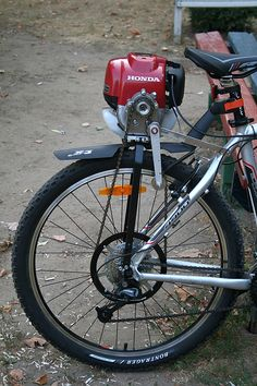 Honda motor is connected to cycle this is the great mechanical science. only engineers can think at this level. Velo Design, Bicycle Design, Powered Bicycle, Diy Go Kart, Motorised Bike, Power Bike, Push Bikes, Dirt Bikes, Bike Engine