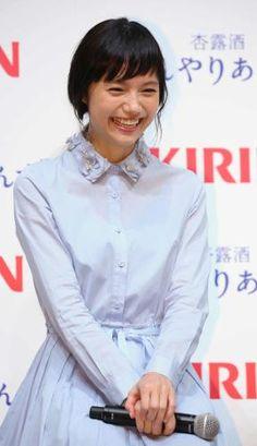 Actress Aoi Miyazaki attends the Kirin press conference on April 11 2016 in Tokyo Japan Tokyo Japan, Cute Woman, Japanese Girl, Asian Girl, Hair Beauty, Beautiful Women, Hairstyle, Celebs, Bangs