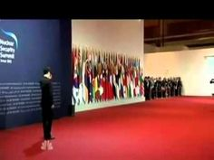 Obama Rides Skateboard to Greet South Korean President | Fashion Magazine | News. Fashion. Beauty. Music. | oystermag.com