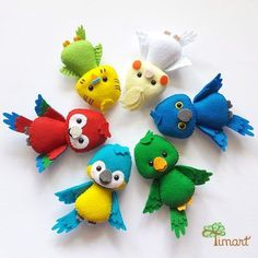 Apostila Digital - Kit Passarinhos 1 Felt Birds - Pattern PDF, to make in felt. Use to make souvenirs, pencil tips, fingertips, and more! Get yours in the official… Felt Crafts Patterns, Felt Crafts Diy, Bird Patterns, Felt Diy, Crafts For Kids, Fall Crafts, Sewing Toys, Sewing Crafts, Sewing Kit